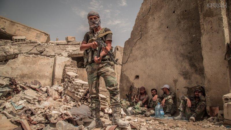 مقاتل في قوات الأسد في حي جوبر بدمشق - 11 تموز 2017 (riafan.ru)
