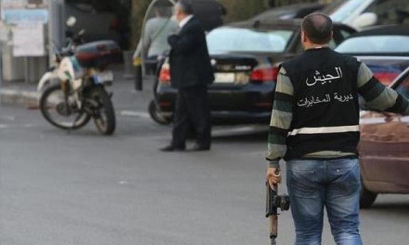 عنصر من المخابرات اللبنانية في شوارع العاصمة بيروت - (انترنت)