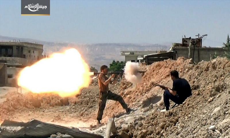 عناصر من جيش الإسلام يصدون اقتحام قوات الأسد على حوش الضواهرة في الغوطة الشرقية- 11 تموز 2017 - (جيش الإسلام)