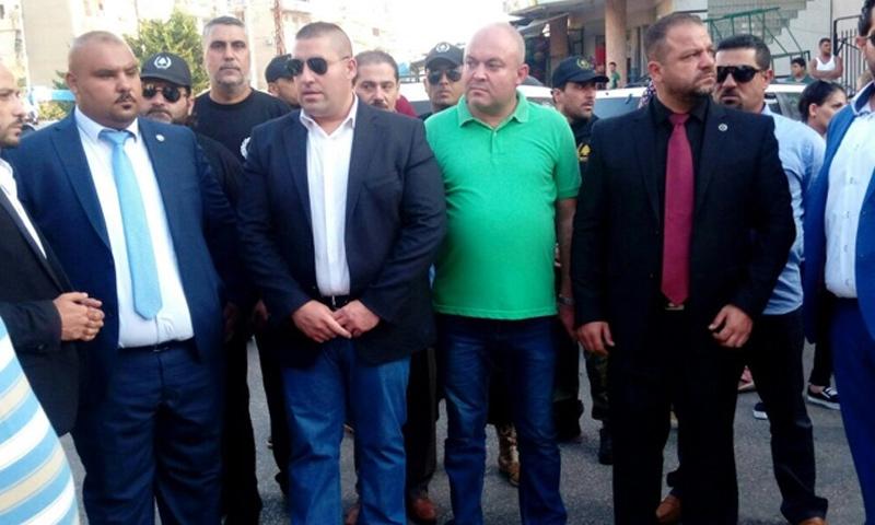 قائد حماة الديار اللبنانية رالف الشمالي مع مجموعة من عناصره - (انترنت)