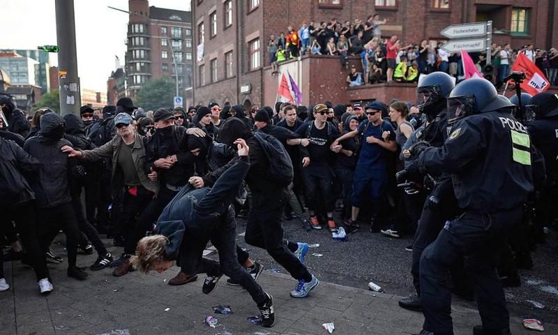 أعمال عنف خلال قمة العشرين في هامبورغ بألمانيا - 7 تموز 2017 - (انترنت)