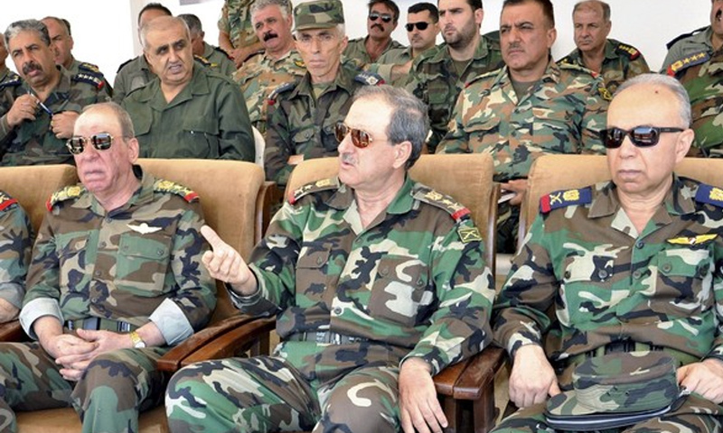 تعبيرية: وزير الدفاع السوري الأسبق، العماد داوود راجحة (منتصف الصورة)