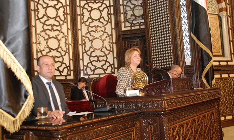 هدية عباس في مقر مجلس الشعب بدمشق (فيس بوك)