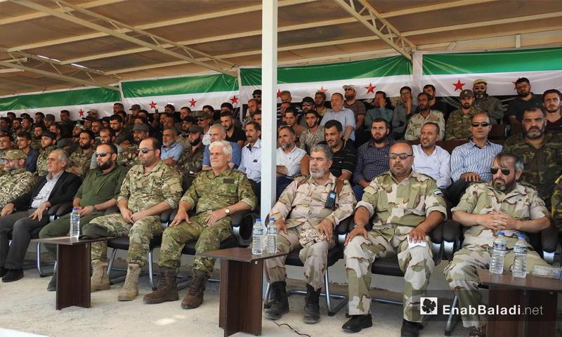 ضباط أتراك وقادة من الجبهة الشامية أثناء حفل تخريج دفعة المقاتلين شمال حلب - 31 تموز 2017 - (عنب بلدي)