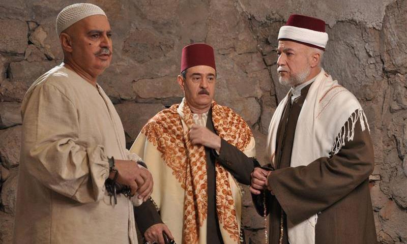 الممثل عادل علي في مسلسل الغربال إلى جانب عباس النوري وبسام كوسا (إنترنت)