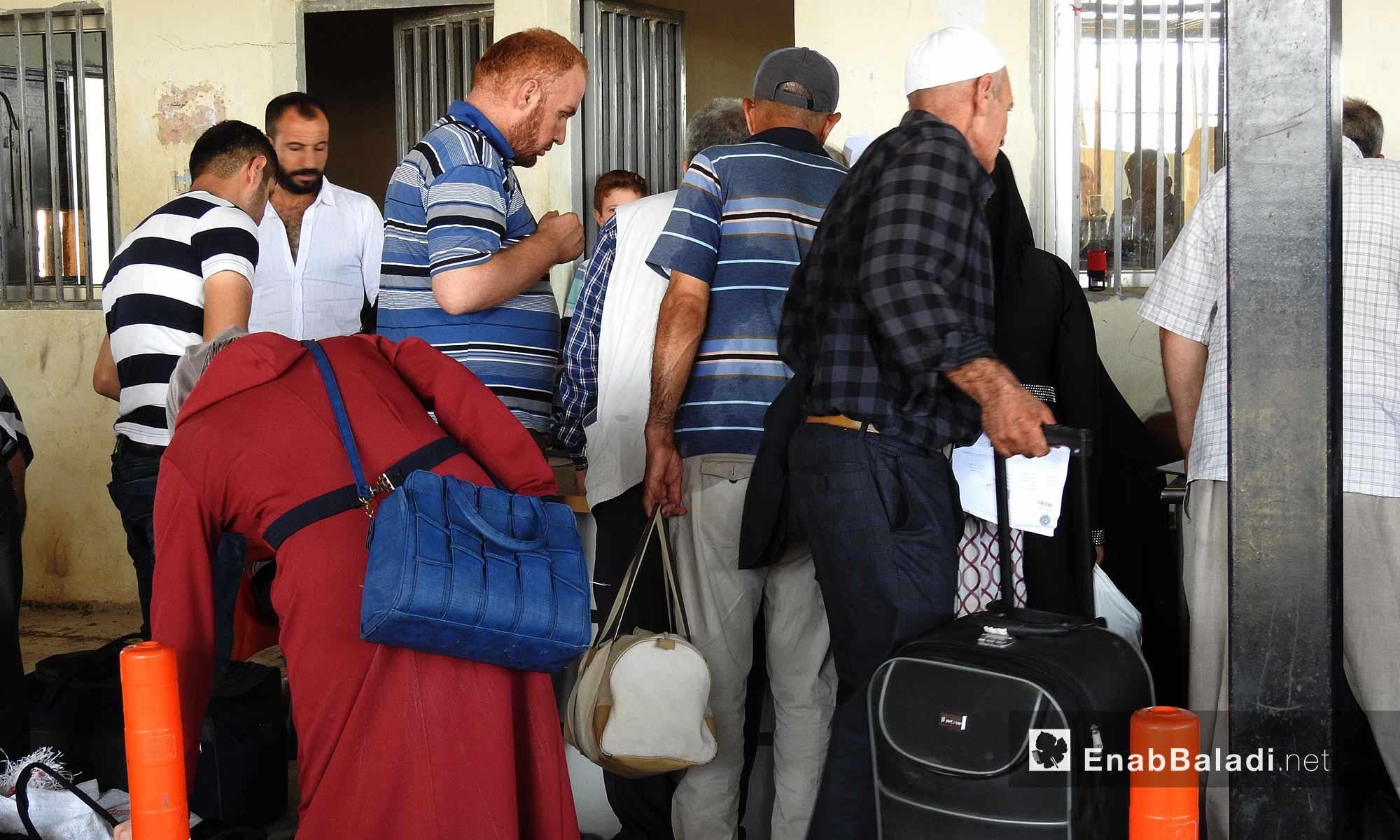دخول السوريون من معبر باب السلامة لقضاء إجازة عيد الأضحى - 22 آب 2017 (عنب بلدي)