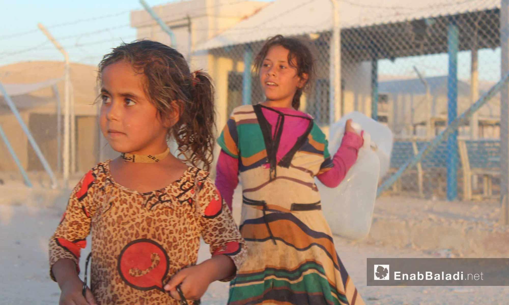 أطفال داخل مخيم الهول شرقي الحسكة - 26 تموز 2017 (عنب بلدي)