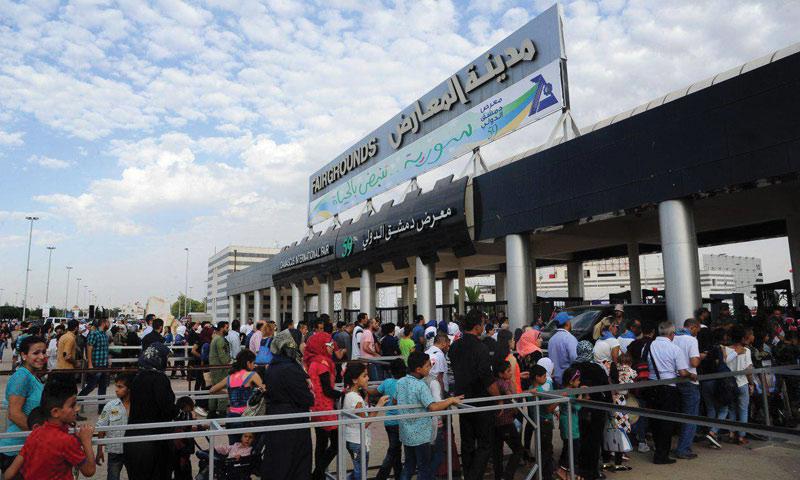 توافد المواطنين على معرض دمشق الدولي - 19 آب 2017 (سانا)