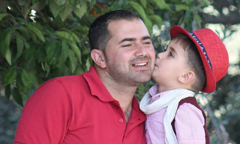 الإعلامي أسامة الزعبي وطفله ناصر - 21 آب 2017 (تويتر)