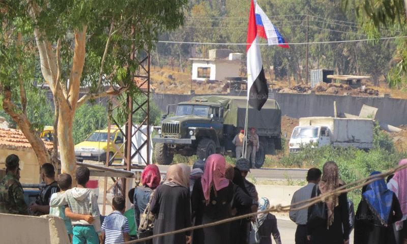 عناصر روس في معبر الدار الكبيرة شمال حمص - 7 آب 2017 (راديو الكل)
