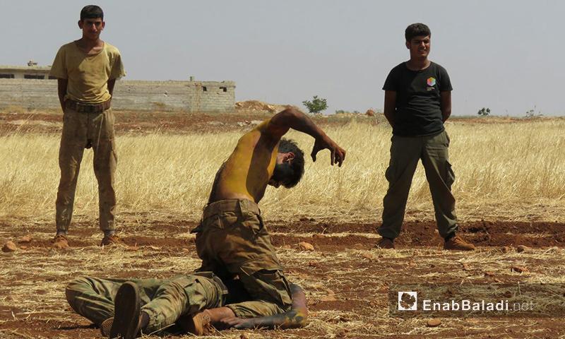 جانب من تدريبات عناصر الجيش السوري الحر من داخل معسكرات ريف حماة الشمالي - 11 آب 2017 (عنب بلدي)