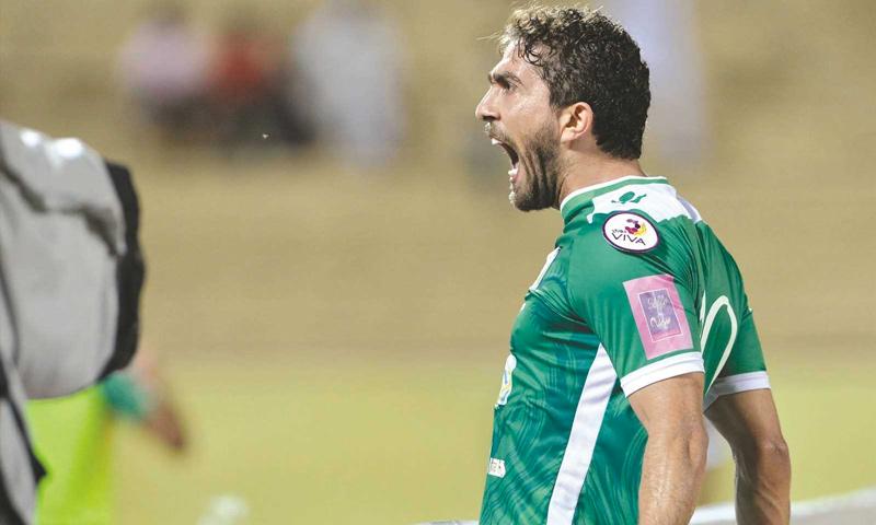 فراس الخطيب أثناء لعبه مع نادي العربي الكويتي (إنترنت)