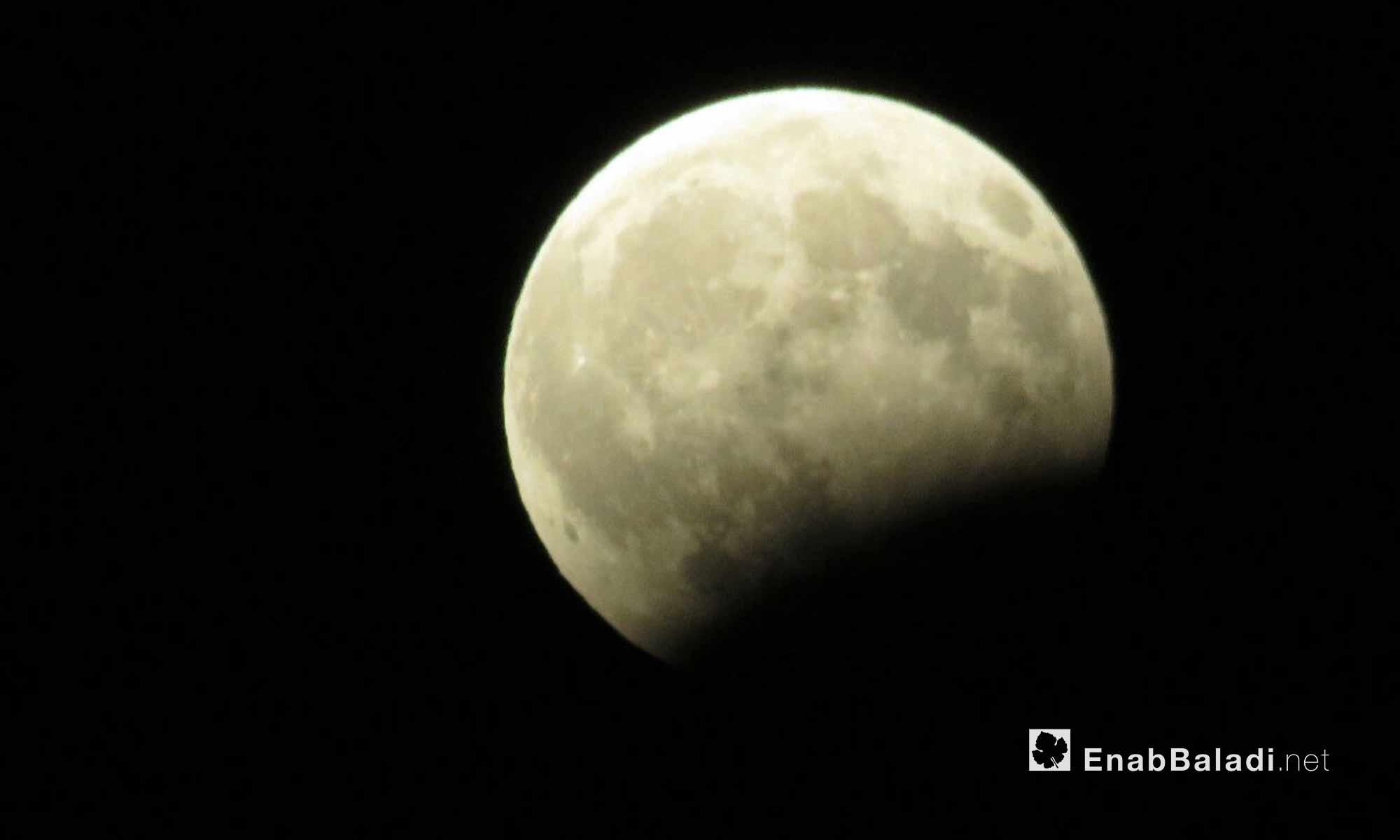 خسوف القمر في سماء حماة - 7 آب 2017 (عنب بلدي)
