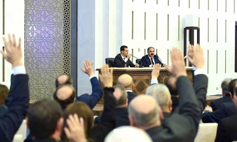اللجنة المركزية لحزب البعث في اجتماع لها مع رئيس النظام السوري بشار الأسد - نيسان 2017 - (فيس بوك)
