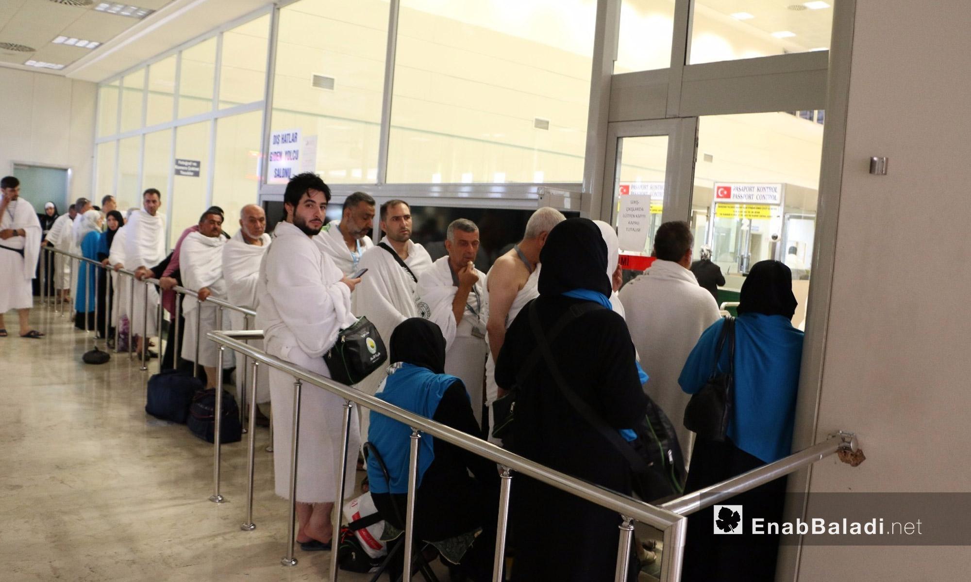 حجاج سوريون في مطار غازي عنتاب التركية - 12 آب 2017 (عنب بلدي)