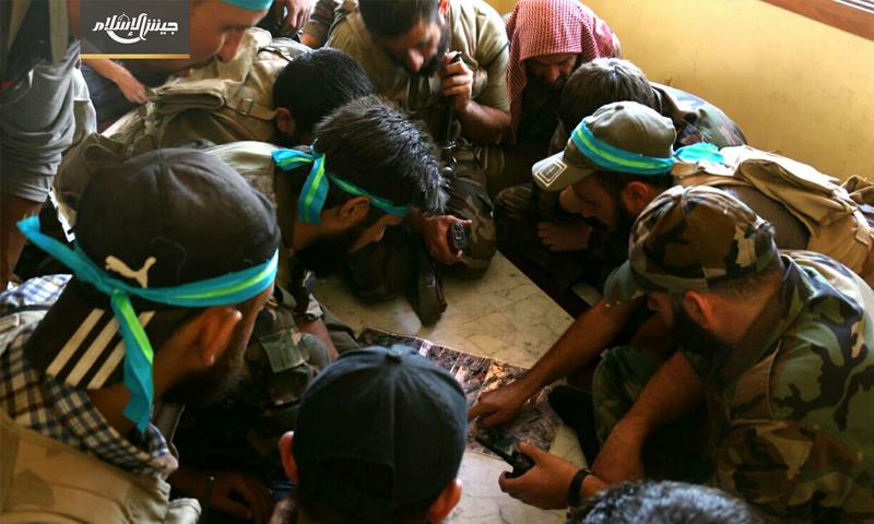 عناصر من جيش الإسلام بعد السيطرة الكاملة على منطقة الأشعري من هيئة تحرير الشام - 7 آب 2017 - (جيش الإسلام)