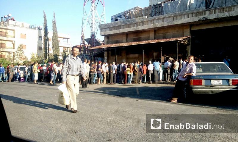 ازدحام على أحد الأفران في مدينة حلب - 17 آب 2017 (عنب بلدي)