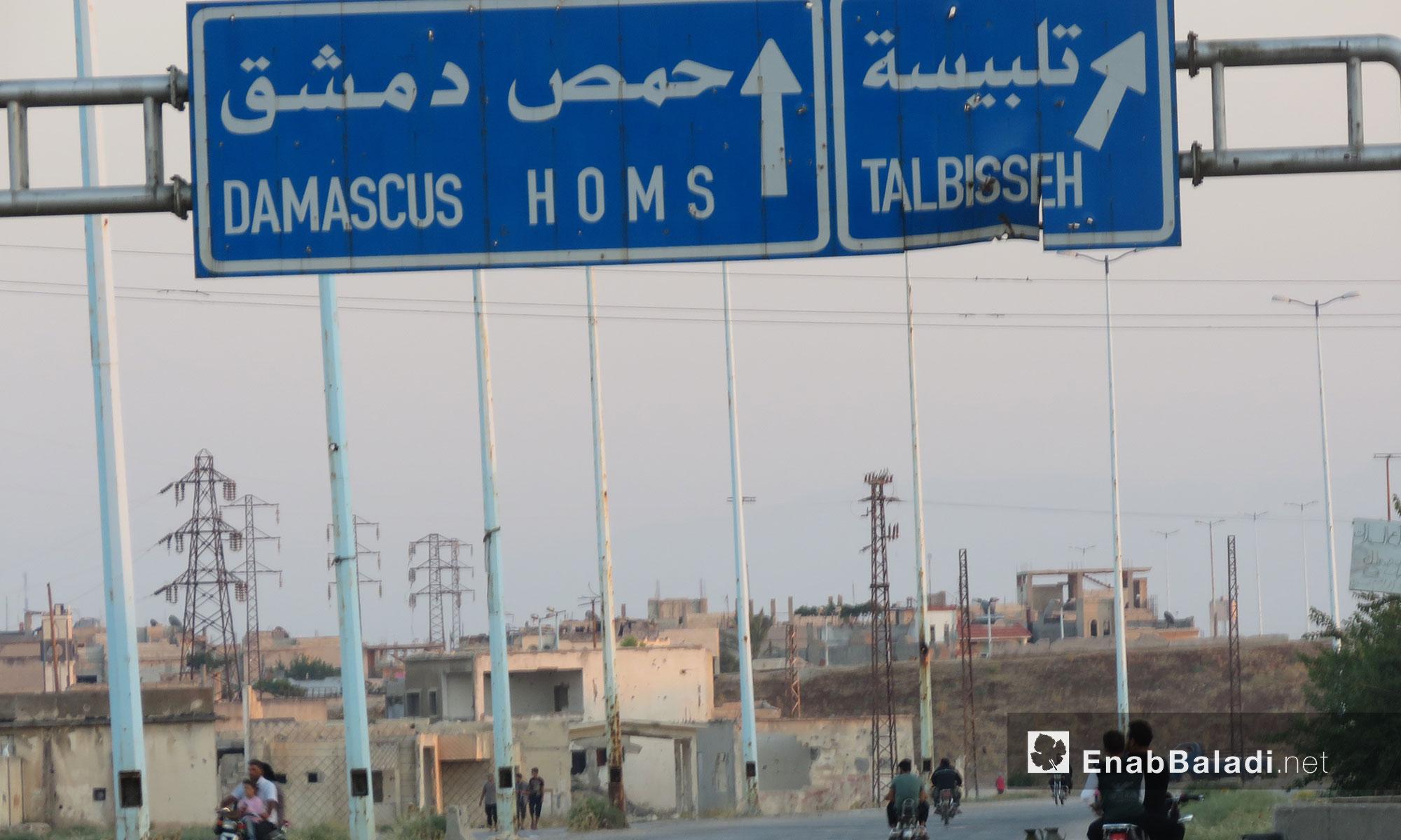 شاخصات مرورية على الطريق الدولي دمشق- حمص - 25 تموز 2017 (عنب بلدي)