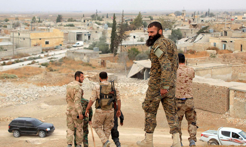 عناصر من مجموعات الدفاع الوطني المساندة لقوات الأسد في ريف حلب الشرقي - (فيس بوك)