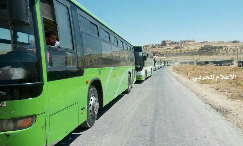 الحافلات التي ستنقل فصيل سرايا أهل الشام إلى القلمون الشرقي - 14 آب 2017 - (الإعلام الحربي)