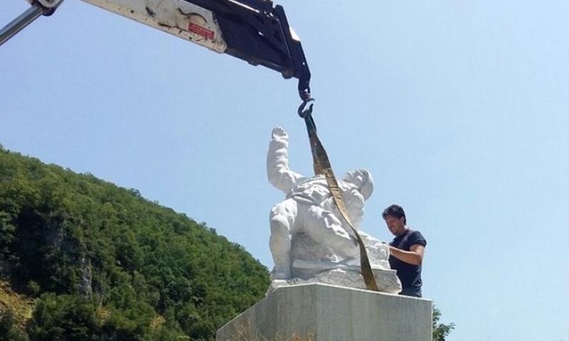 نصب الضابط الروسي التذكاري في مدينة فالي سوتو الإيطالية - (روسيا اليوم)