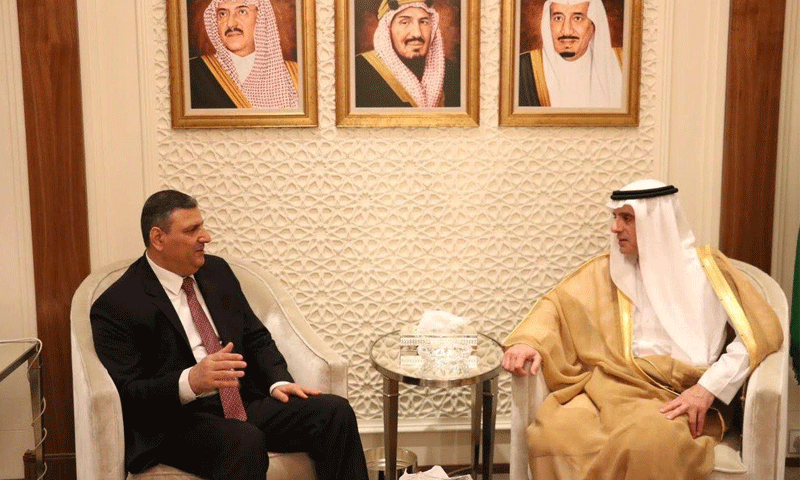 تعبيرية: وزير الخارجية السعودي عادل الجبير ومنسق الهيئة العليا للمفاوضات المعارضة رياض حجاب في الرياض (وكالات)