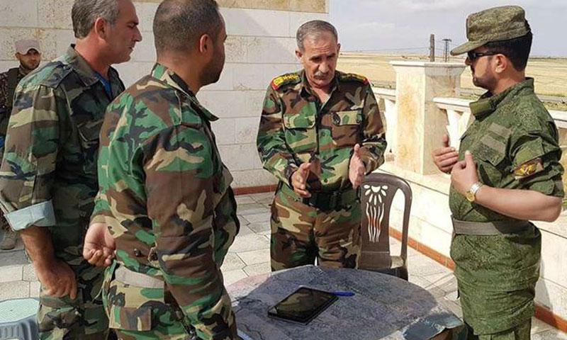 العميد سهيل الحسن مع ضباط في قوات الأسد في ريف حلب الشرقي- 23 أيار (تلغرام)