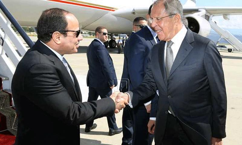 وزير الخارجية الروسي سيرغي لافروف ورئيس مصر عبد الفتاح السيسي (وكالات)