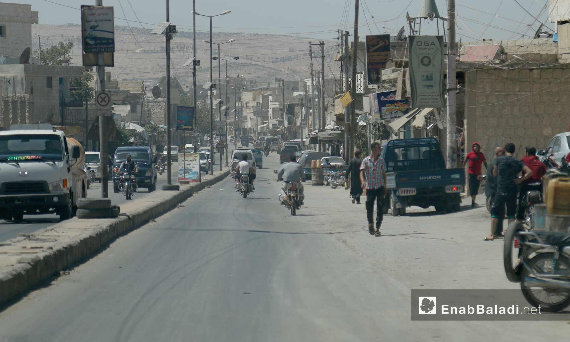 مشهد للحياة اليومية في أحد أحياء مدينة الأتارب بحلب - 3 آب 2017 (عنب بلدي)