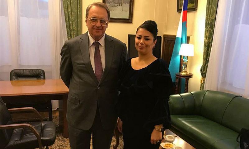 المعارضة السورية ميس كريدي مع نائب وزير الخارجية الروسي، ميخائيل بوغدانوف (فيس بوك)