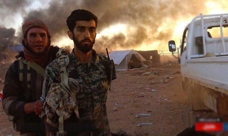 """المقاتل في الحرس الثوري الإيراني محسن حججي أسيرًا لدى تنظيم """"الدولة"""" (المكتب الإعلامي للتنظيم)"""