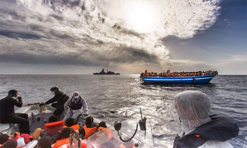 إنقاذ لاجئين في البحر المتوسط - 12 آب 2017 - (goworldreporters.blogspot)