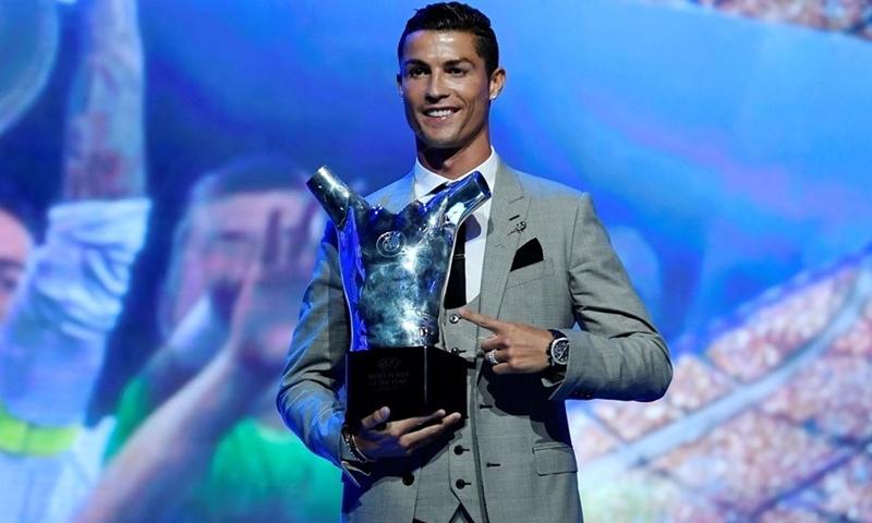 تتويج رونالدو بلقب أفضل لاعب في أوروبا - 24 آب 2017 (UEFA)
