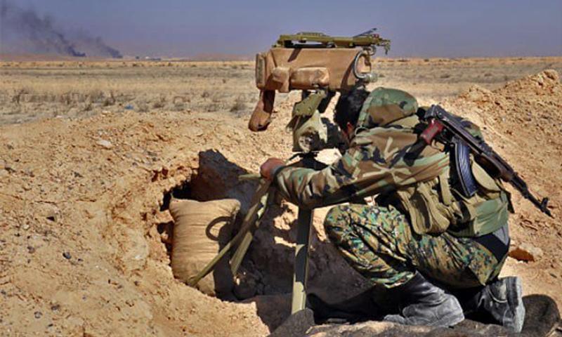 مقاتل من قوات الأسد على الجبهات العسكرية في ريف السويداء الشرقي - (انترنت)