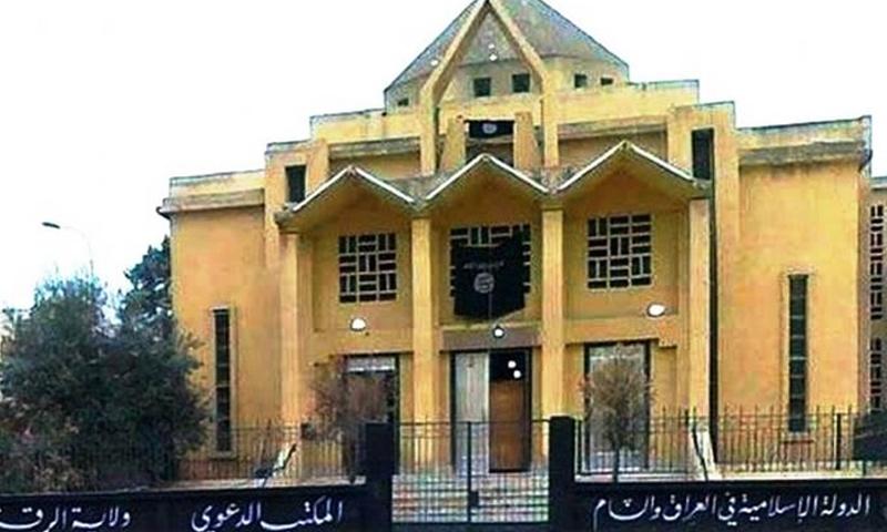 كنيسة سيدة البشارة في مدينة الرقة بعد سيطرة تنظيم الدولة عليها - (انترنت)