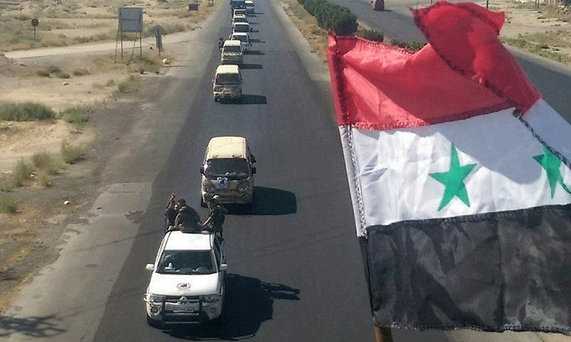 """تعبيرية: مقاتلون من """"درع القلمون"""" أثناء توجههم إلى ريف السلمية الشرقي في حماة - 5 آب 2017 (صفحة الميليشيا في فيس بوك)"""