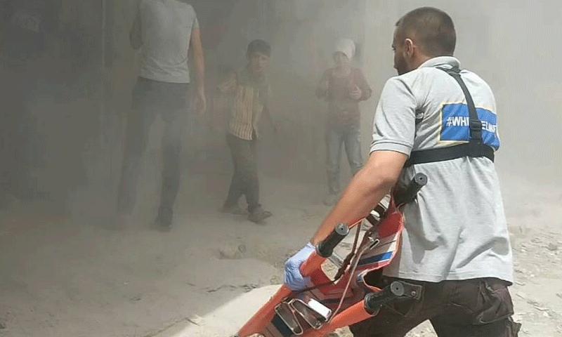 تعبيرية: عنصر من الدفاع المدني في ريف حمص - 1 آب 2017 (الدفاع المدني في حمص)