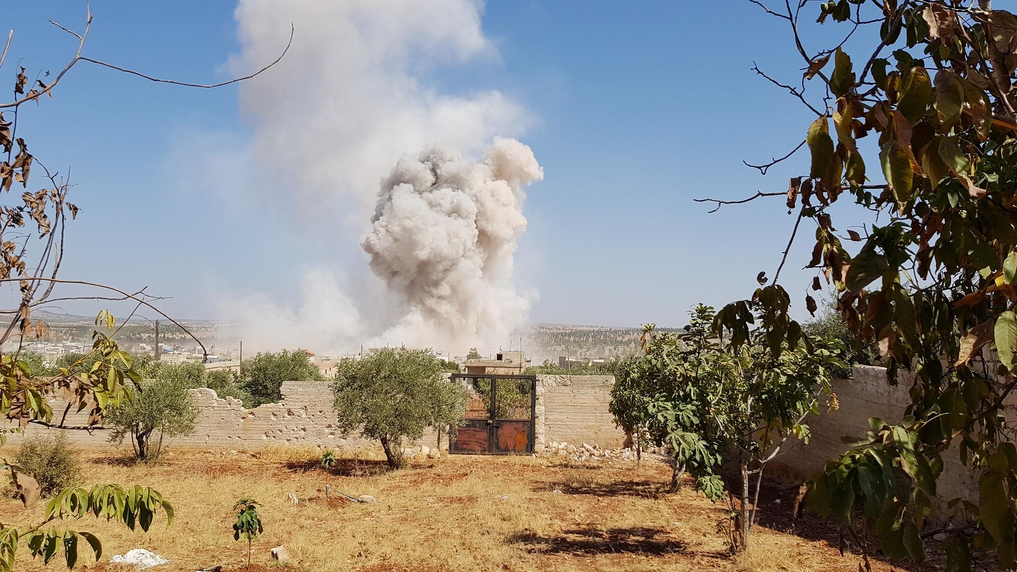 """غارة تستهدف مستشفى """"أورينت"""" في كفرنبل بريف إدلب - 19 أيلول 2017 (فيس بوك)"""