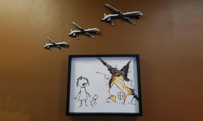 لوحة بانكسي الجديدة لمواجعة بيع الأسلحة (PA)
