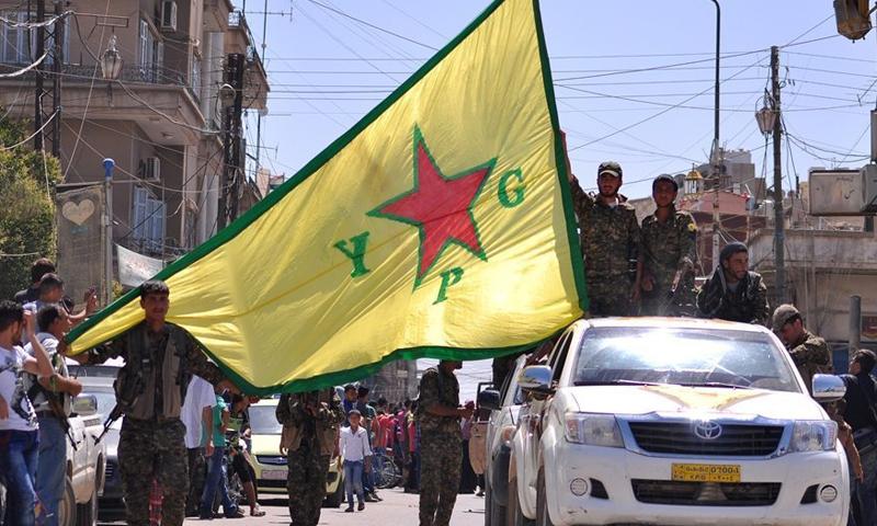 صورة تعبيرية لمقاتلين في وحدات حماية الشعب.