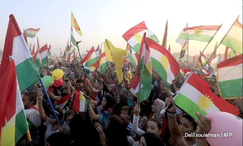 مظاهرات في القامشلي تدعم استفتاء كردستان العراق - 15 أيلول 2017 (AFP)