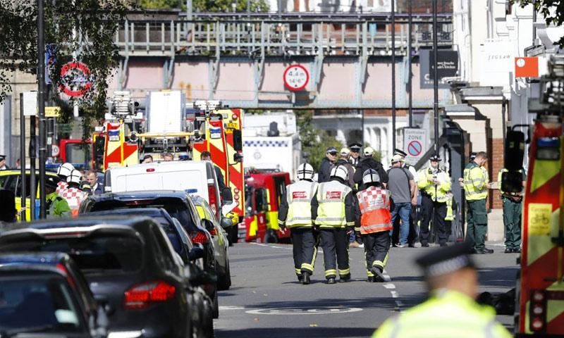 الشرطة المحلية تتفقد مكان عملية لندن - 15 أيلول 2017 (AFP)