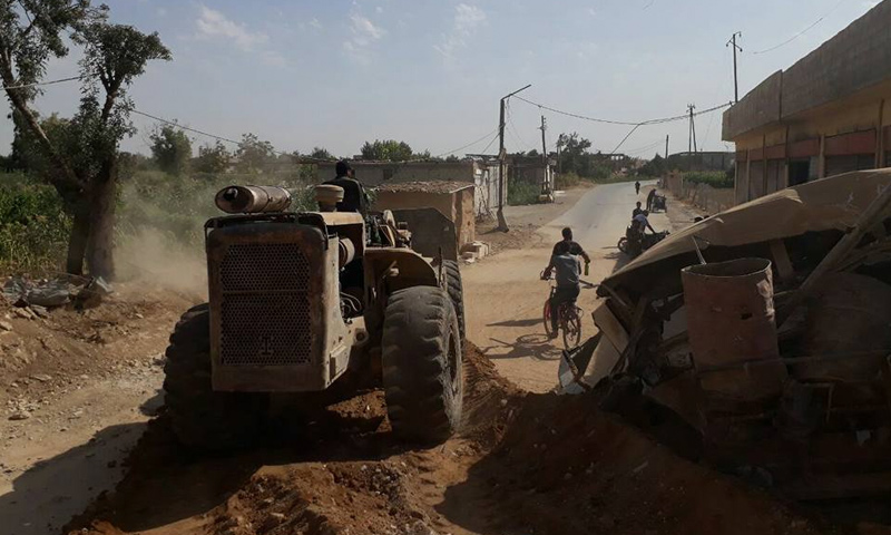 """فصيل """"جيش الإسلام"""" يفتح السواتر الترابية مع القطاع الاوسط في الغوطة الشرقية - 23 أيلول 2017 (تصوير براء عبد الرحمن)"""