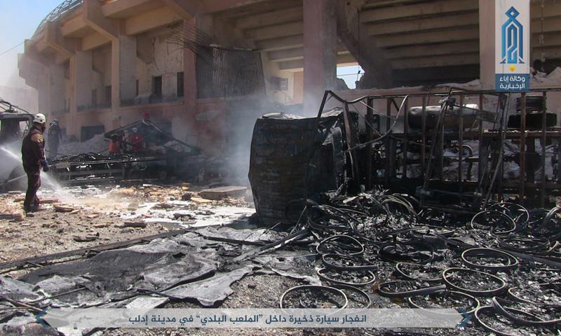 آثار الانفجار في الملعب البلدي في مدينة إدلب - 6 أيلول 2017 (إباء)