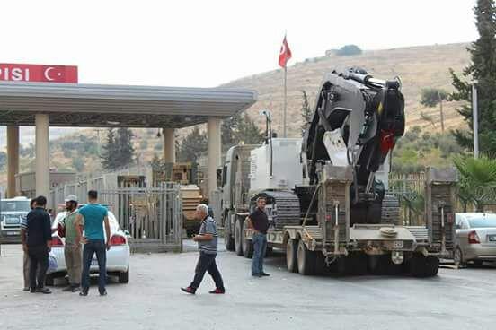 آليات للجيش التركي قرب معبر باب الهوى على الحدود السورية - 21 أيلول 2017 (ناشطون)