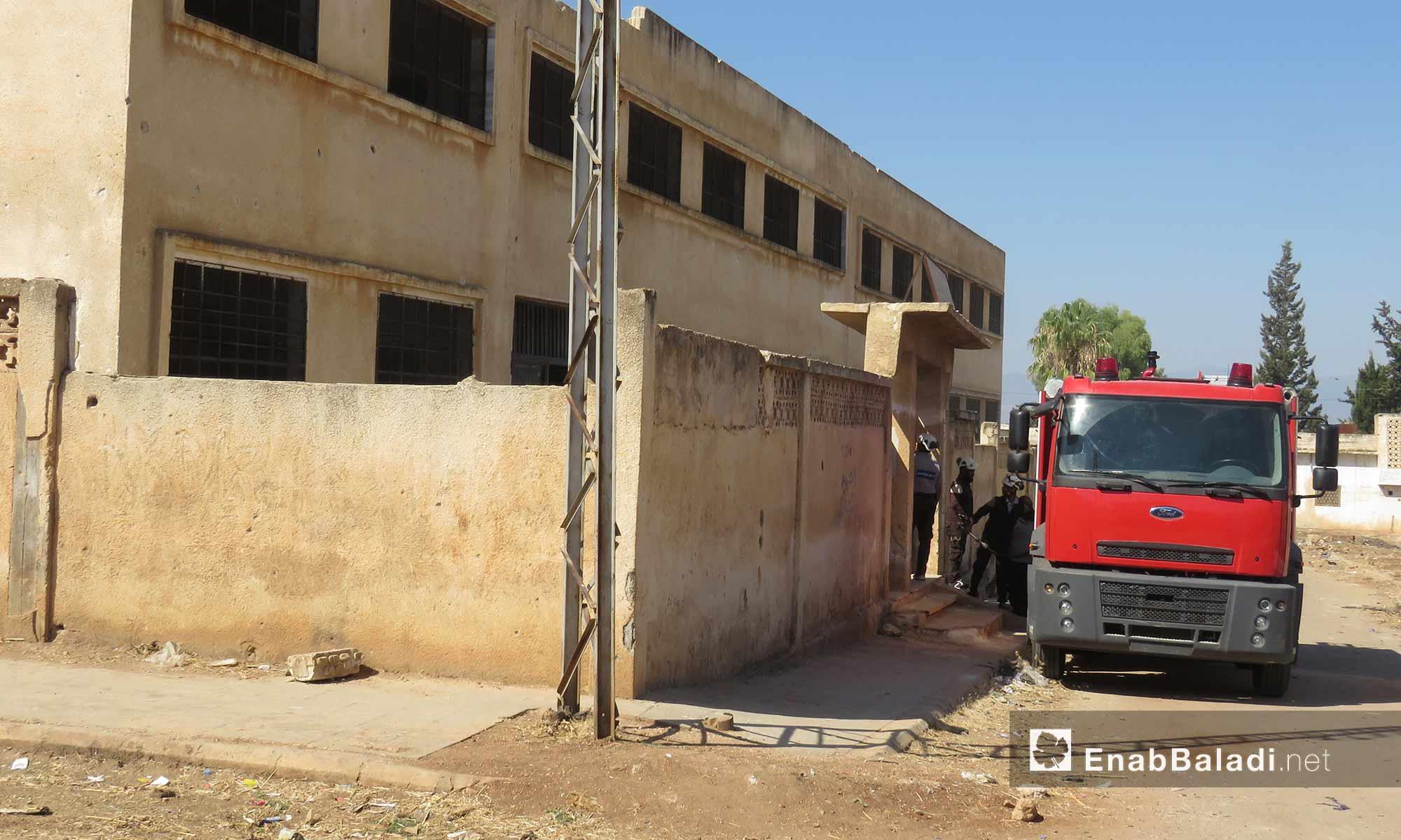 """الدفاع المدني يقوم بحملة """"أطفالنا أملنا"""" لإعادة تأهيل المدارس المتضررة وتجهيزها للعام الدراسي الجديد في ريف حماة الغربي - 11 أيلول 2017 (عنب بلدي)"""
