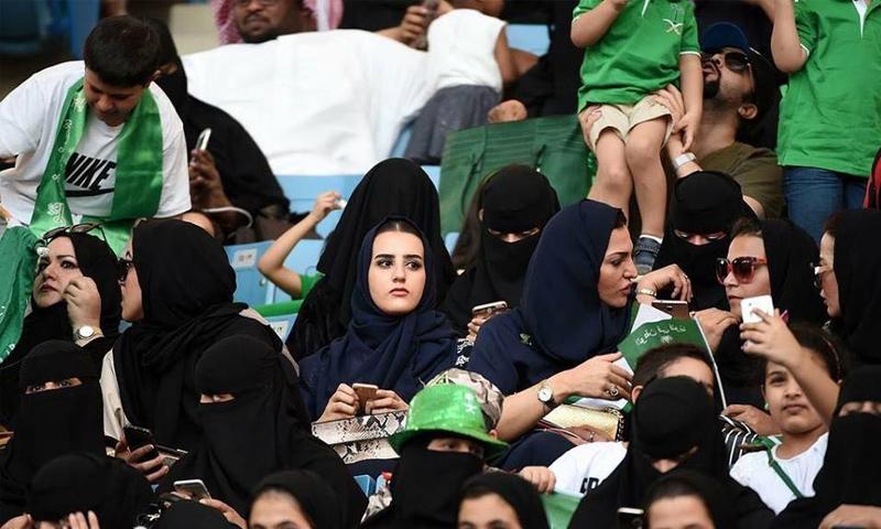 نساء سعوديات في أستاد الملك فهد بن عبد العزيز الدولي - 23 أيلول 2017 (رويترز)