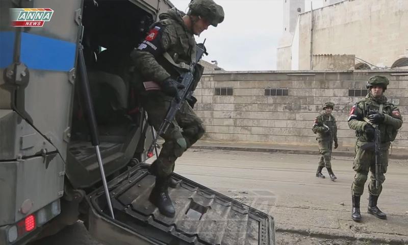 عناصر من الشرطة الروسية في مدينة حلب - (anna)