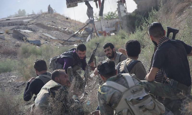 عناصر من قوات الأسد على جبهة حي جوبر الدمشقي - آب 2017 - (وسام الطير)