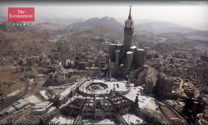 لقطة من الفيديو الذي أعدّه موقع the Economist عن السياحة الدينية في السعودية - 21 أيلول 2017 (عنب بلدي)